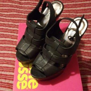 Charlotte Russe 4in platform sandal in black